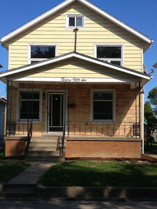 ***AVAILABLE NOV 1/16, PERFECT PLACE TO CALL HOME!***