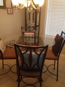 Dining Room Table   4 Chairs  & Curio Cabinet
