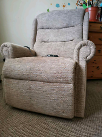 Large rise and recline electric chair with dual motor, can be delivere