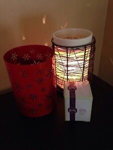 Scentsy Silhouette Warmer w/2 sleeves & extra bulb