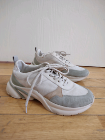 Women trainers (size 6,5)