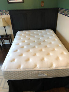 Spring Air Double/Full Mattress and Box Spring Set