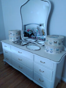 FRENCH PROVINCIAL BEDROOM SET WITH QUEEN HEADBOARD
