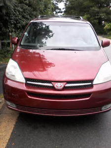 2004 Toyota Sienna XLE. AWD. Fully loaded