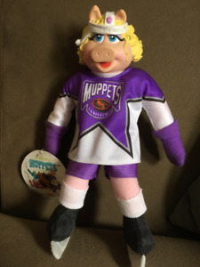 1995 McDonalds Miss Piggy Hockey Doll