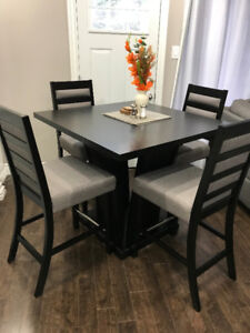 Cecilie Counter Height 5-pc. Dining Set with Grey Chairs