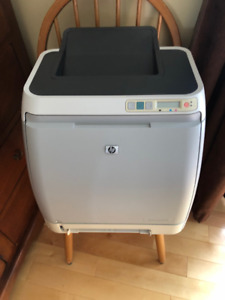 Imprimante HP Color LaserJet 1600 fonctionne+cartouches