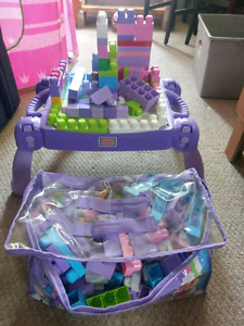 Mega blocks table and carrying bag