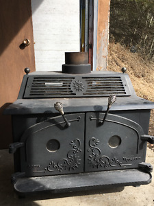 Beautiful Voyageur Cast Iron Wood Stove - In Like New Condition