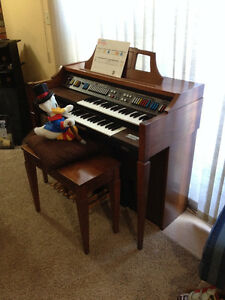 Reduced  to sell Excellent Baldwin Organ.