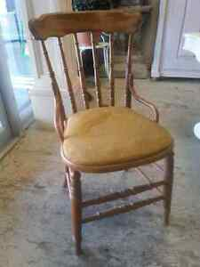 ANTIQUE Set of 8 Pretty Chairs