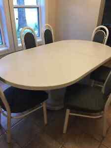 Oval White table