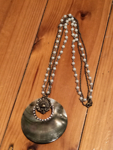 Mother of pearl necklace Warradale Marion Area Preview