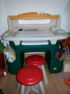 Step 2 Art Master Activity Desk with 2 Stools