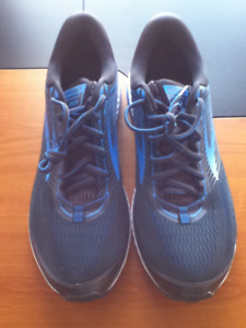 Brooks Ghost 10 Men's Running Shoes Size 15 Tried on Once $40