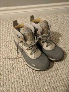 The North Face Womens Chilkat Winter Boots (Size 7)