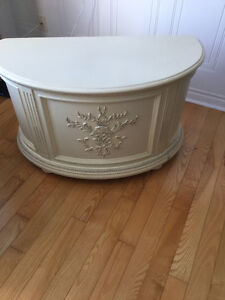 Beautiful half moon storage chest Belleville Belleville Area image 3