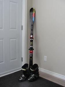Skis, bottines et casque à vendre