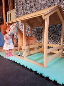 """18"""" Doll size horse stable"""