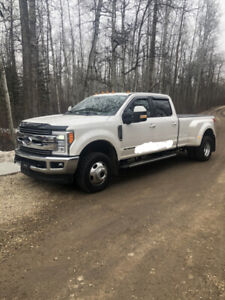 IMMACULATE 2017 F350 DUALLY