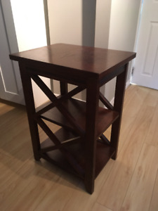 Solid wood side table - Excellent Condition