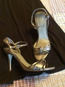 Brown dress sz 16 and sz 9 champagne coloured shoes Windsor Region Ontario image 2
