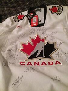 Hockey Jersey Autographed 2007 Women's Hockey Team