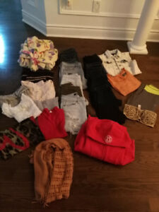 LADIES 23 PC LOT OF CLOTHING SIZE SMALL