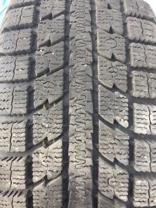 4 pneu hivers 215-60-16 presque neuf