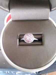 Charm 14 kt white gold canadian diamond engagement ring