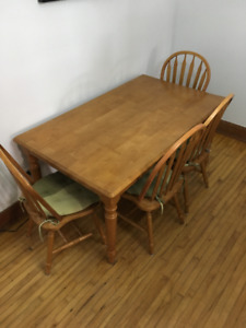 Table 6 places et chaises / 6 places dining table and chairs