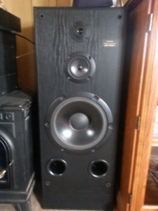 Set of Sony home speakers and receiver/amp