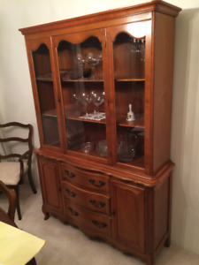 Solid Oak China Cabinet in Very Good condition.