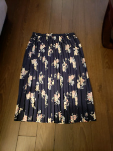 Womans long Pleated skirt