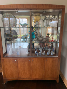 Ethan Allen China Cabinet, dining room set listed separately