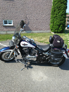 Hey les filles, vous voulez une belle moto!!!