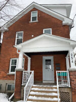 254 Collingwood St. – Beautiful 4 Bdrm Apt. Blocks from Queen's!