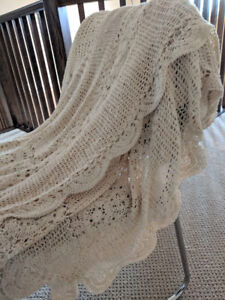 Crochet Bed Cover, 88 x 120 inch, Excellent Condition