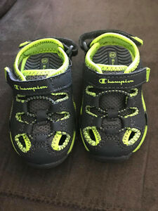 BABY BOYS SANDALS...NEW...INFANT SIZE 4W