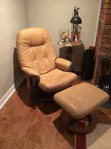 Swivel Leather reclining chair/ Fauteuil inclinable en cuir