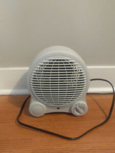 Small Tabletop 2-in-1 Fan and Space Heater