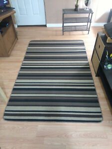 Area Rug 4' x 6' - GREAT CONDITION!
