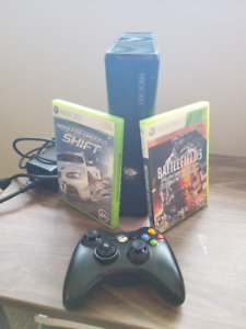 Xbox 360S, Wireless Controller, 2 games!