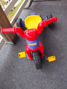 TRICYCLE , VELO OU BICYCLETTE 3 EN 1 , FISHER PRICE , DEVIENT CO