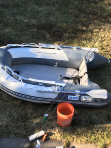 dinghy avec moteur a vendre
