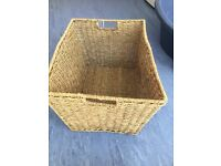 Wooded baskets all like new and all size