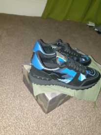 Valentino rockrunners size 9 blue