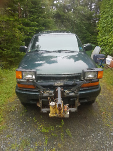 2005 Chev Blazer Low Mileage Truck with Meyers Plow