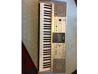 Yamaha Keyboard E323