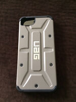 IPHONE 5s URBAN ARMOUR GEAR CASE AND GLASS SCREEN PROTECTOR